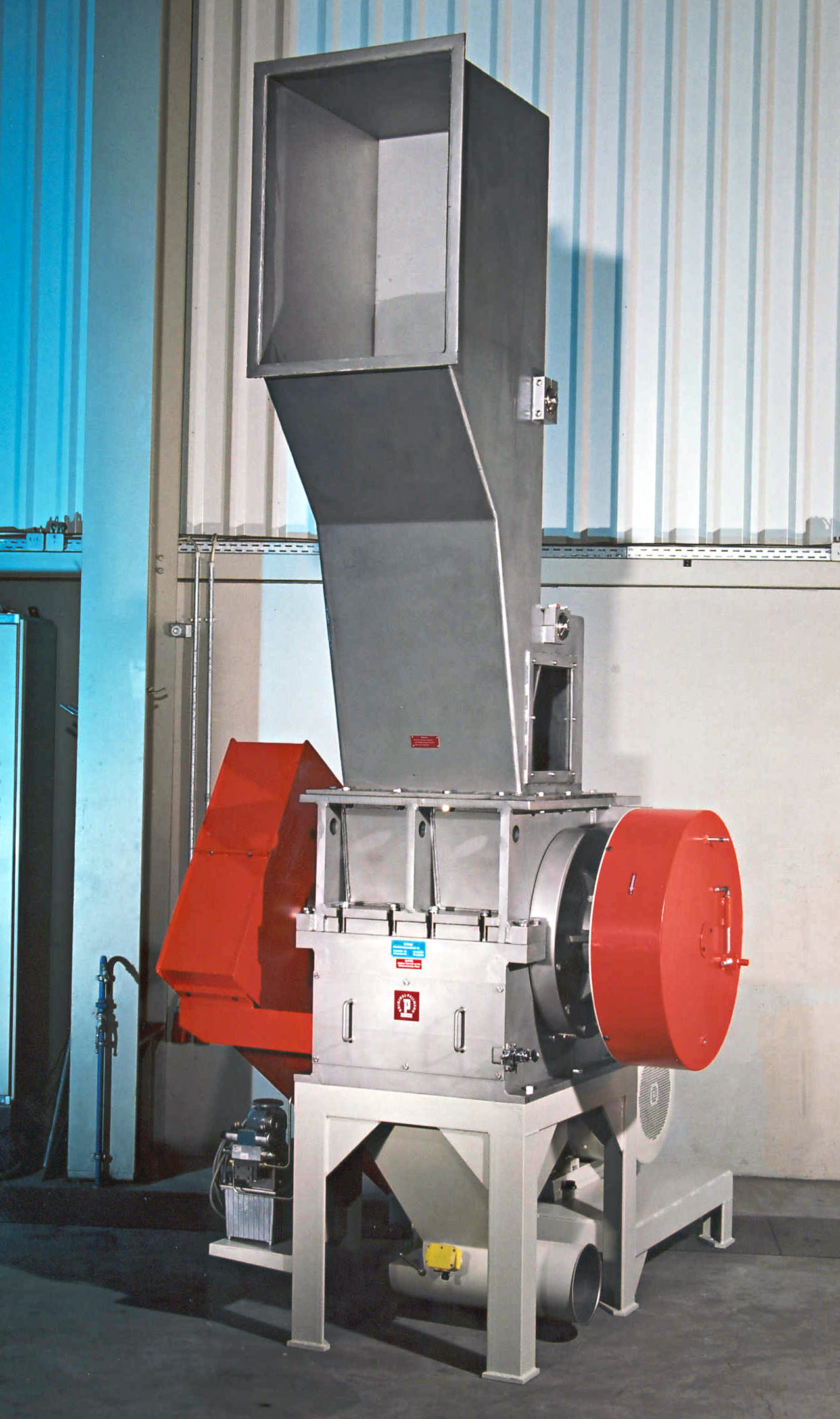 Knife mill for Rubber594a2d3be8b066.38189089.jpg